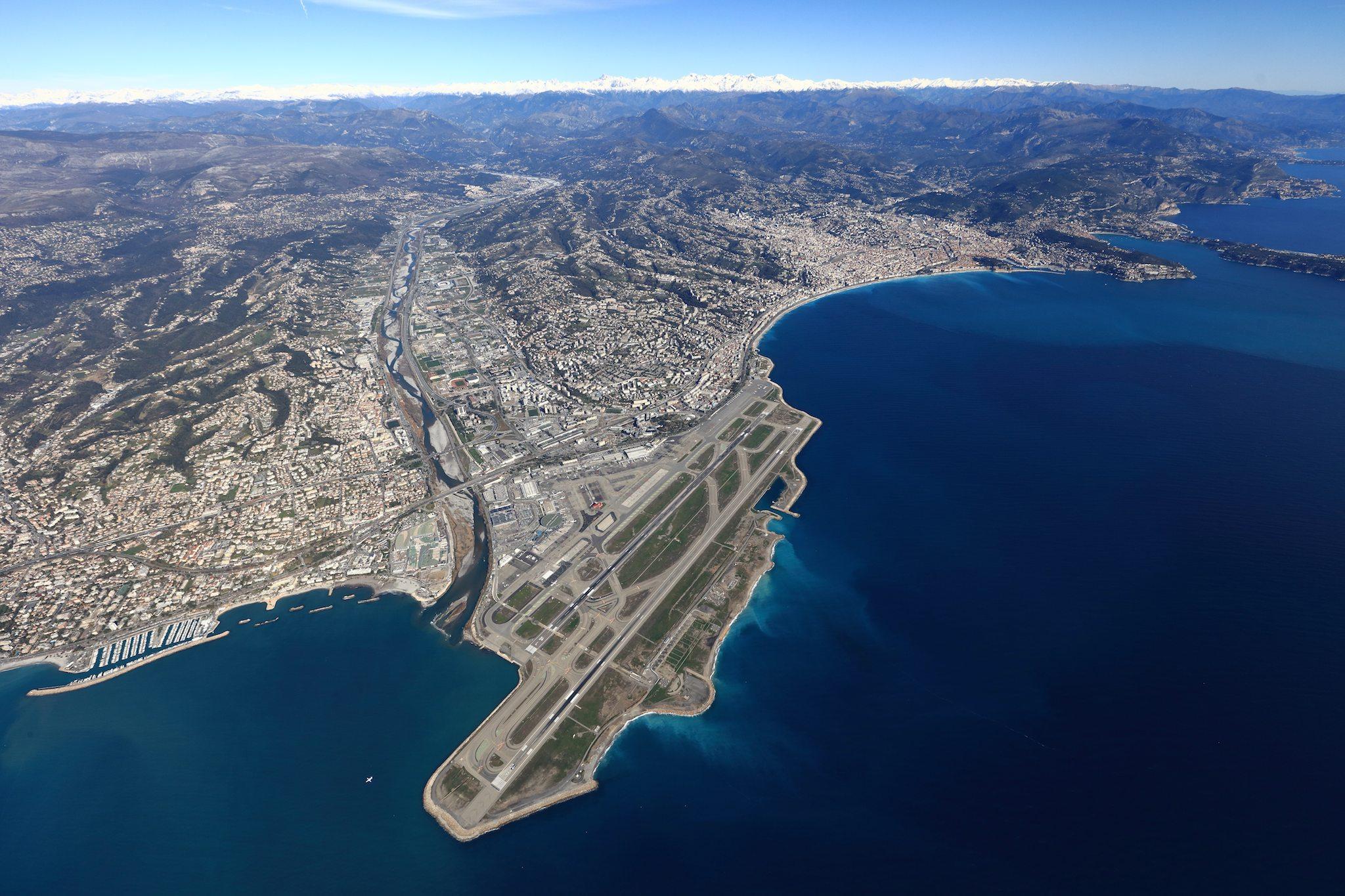 Vue aérienne de l'aéroport Nice Côte d'Azur