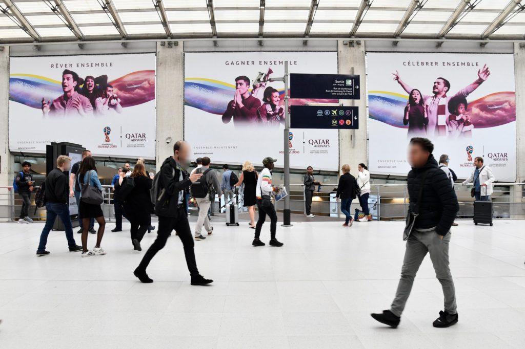 Campagne d'affichage Qatar Airways à la gare du Nord de Paris