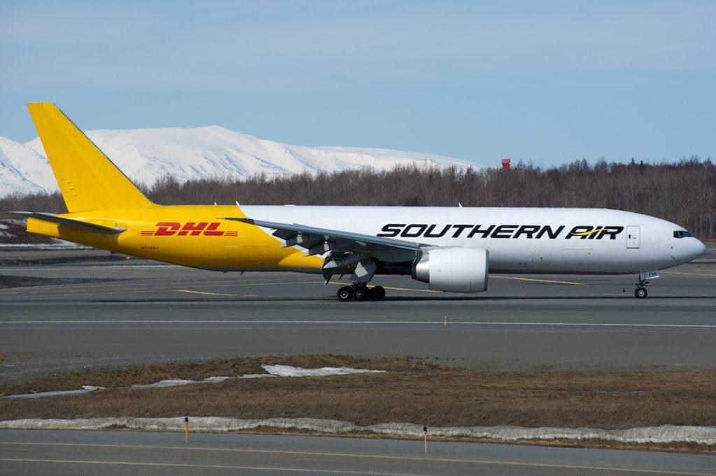 B777 avec livrée hybride Southern Air/ DHL à Anchorage.