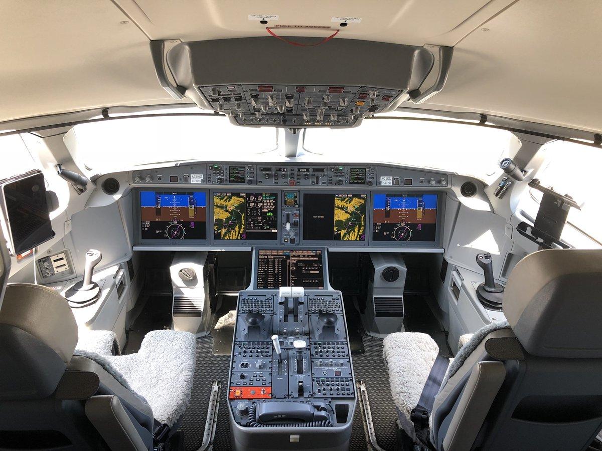 Cockpit de l'A220 Airbus à Toulouse