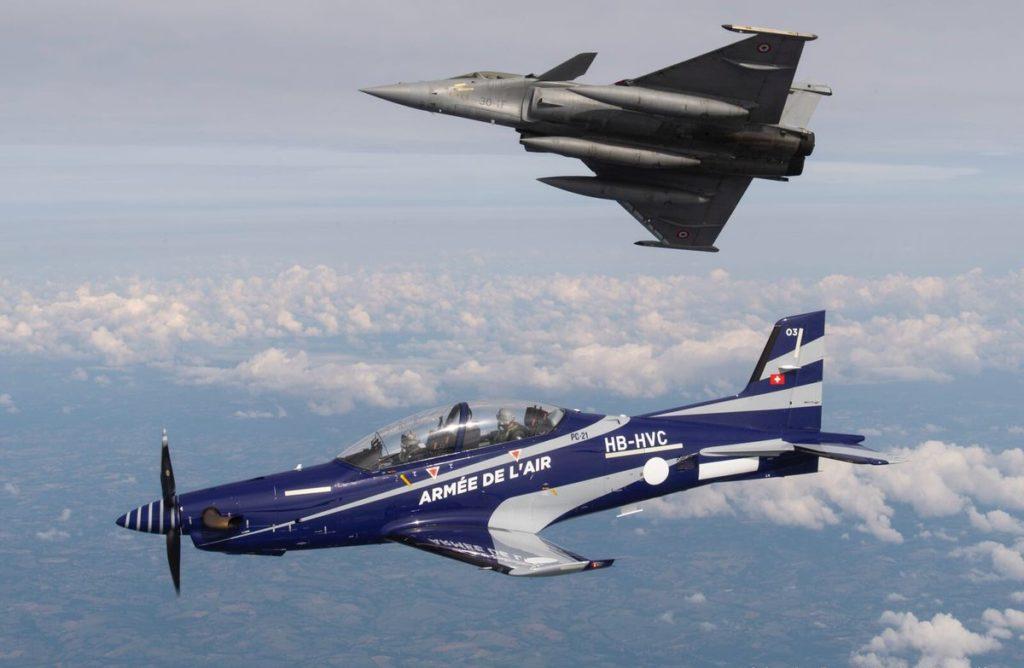 PC21 de l'Armée de l'Air française en compagnie du Rafale/ Air Force French Air Force PC-21's and a Rafale