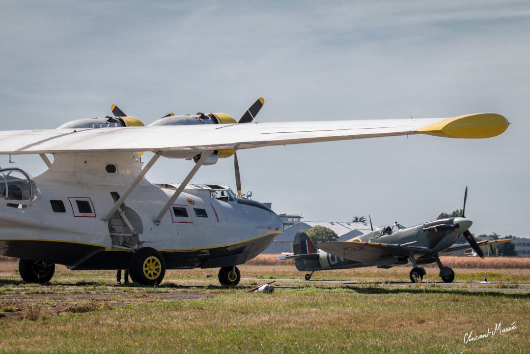 Consolidated PBY Catalina et spitfire Mk V