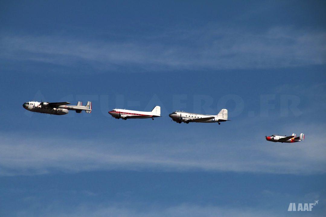 Nord Atlas, deux Douglas DC3 et Dassault MD312 Flamant en formation