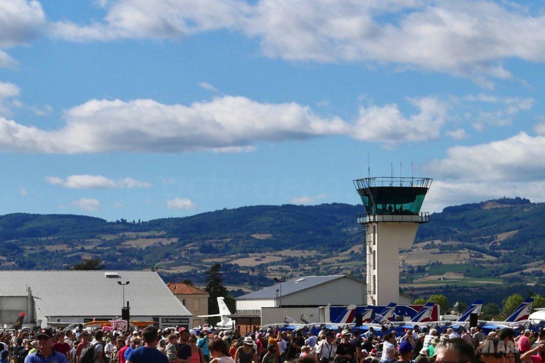 L'aéroport de Roanne entouré de collines