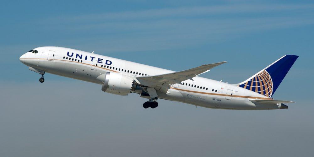 United Boeing 787-8 N27908