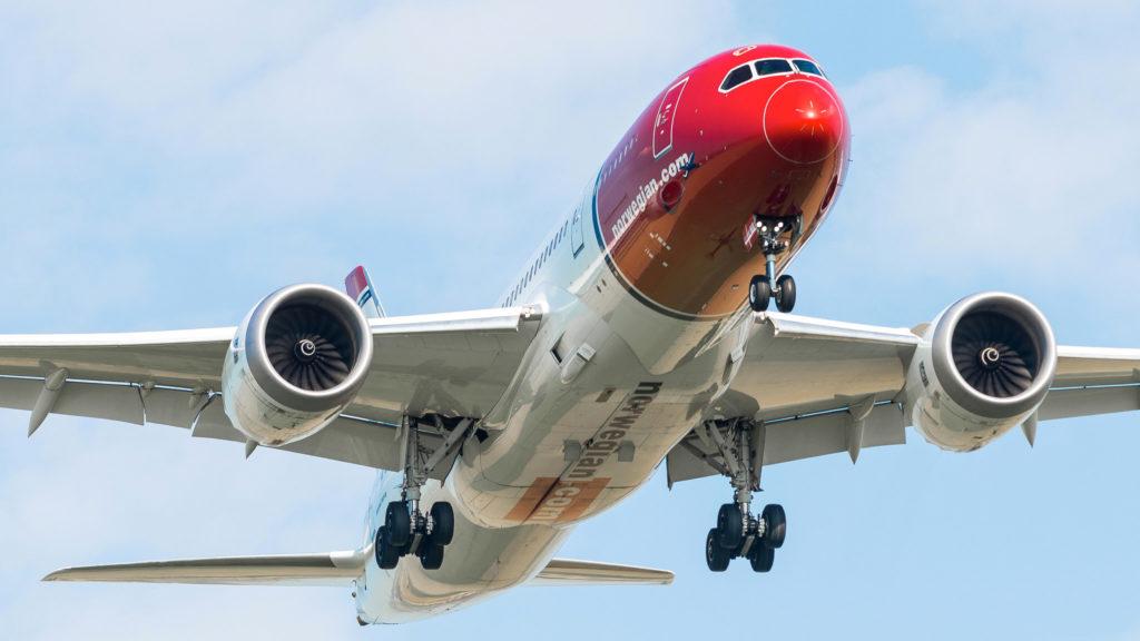 Boeing 787-8 Dreamliner Norwegian (Sonja Henie Livery) LN-LNA