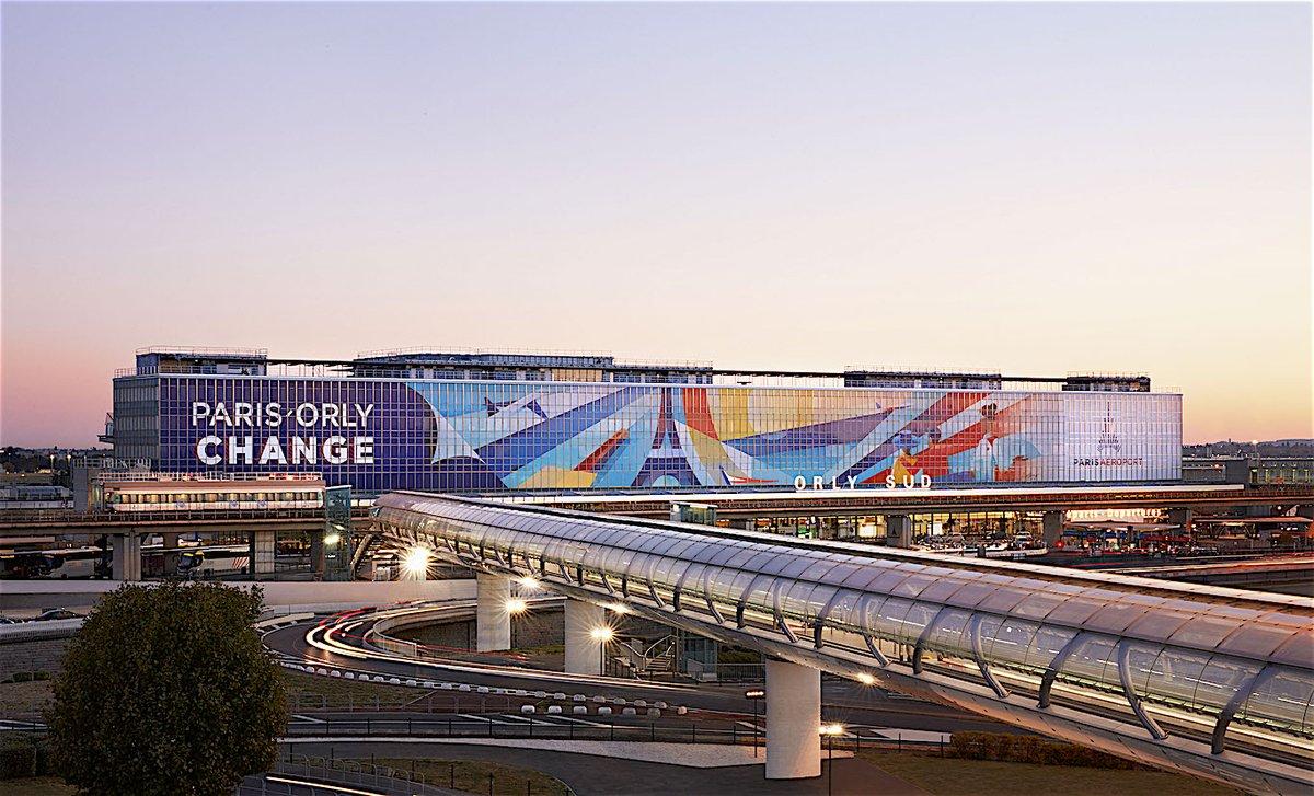 façade du Terminal sud, signée de l'artiste italien Ray Oranges