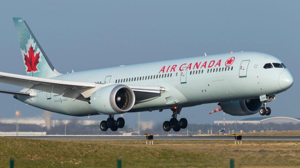 Boeing 787-9 Dreamliner Air Canada C-FGFZ