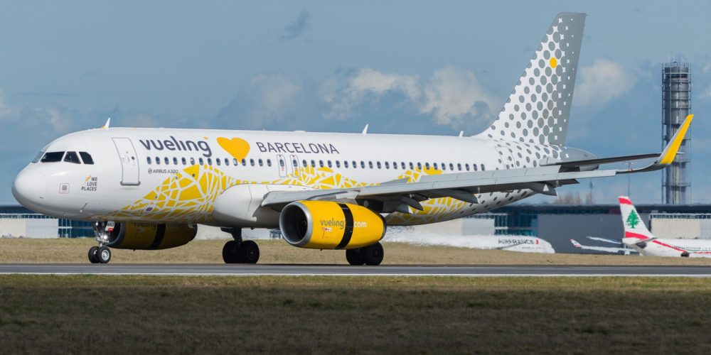 "Airbus A320-232 Vueling ""Loves Barcelona Livery"" EC-MNZ"