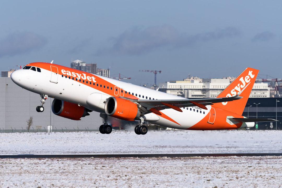 A320 easyJet G-UZHU
