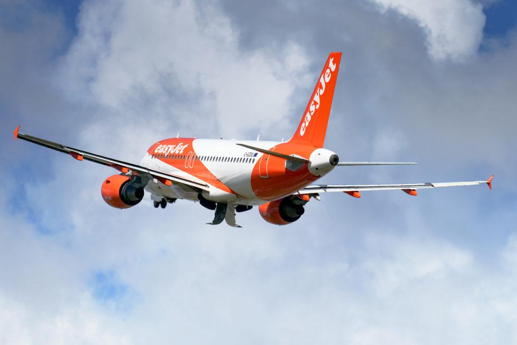 A320 easyJet G-UZDU