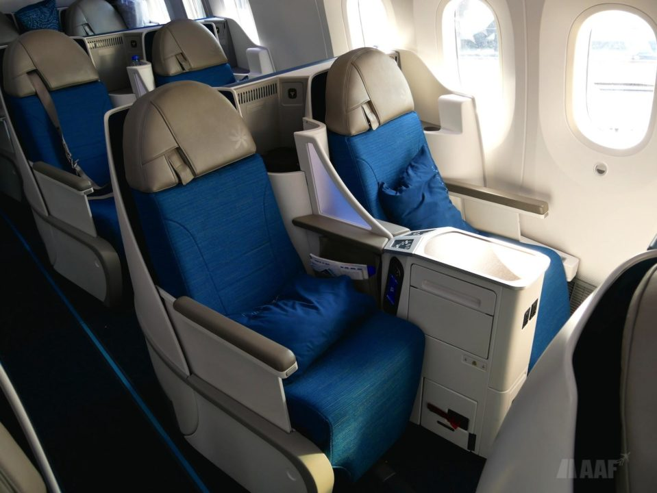 Boeing 787 Air Tahiti Nui F-OMUA 1er vol CDG
