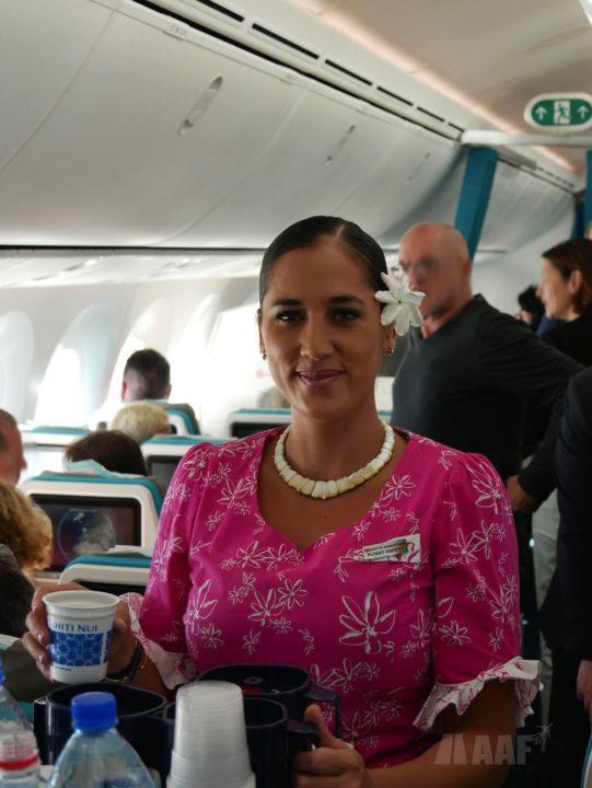 Une hôtesse Air Tahiti Nui