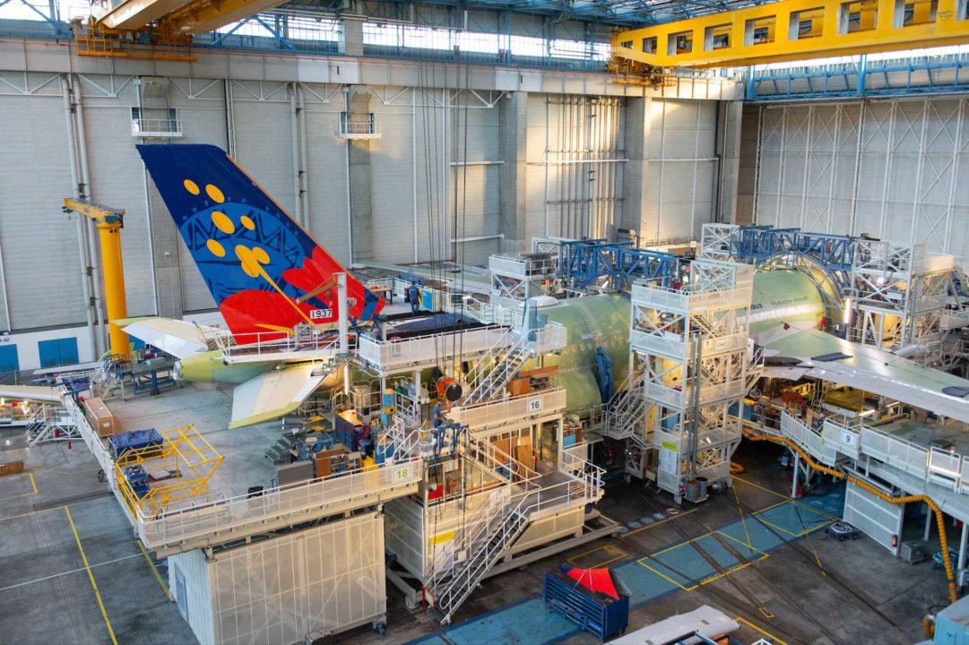 Fixation de la dérive sur le fuselage de l'A330-900 MSN1937