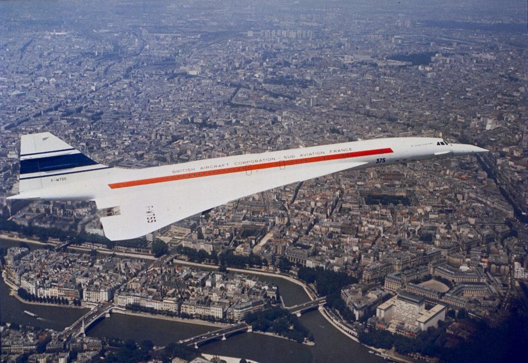Concorde F-WTSS au dessus de Paris et de la Seine
