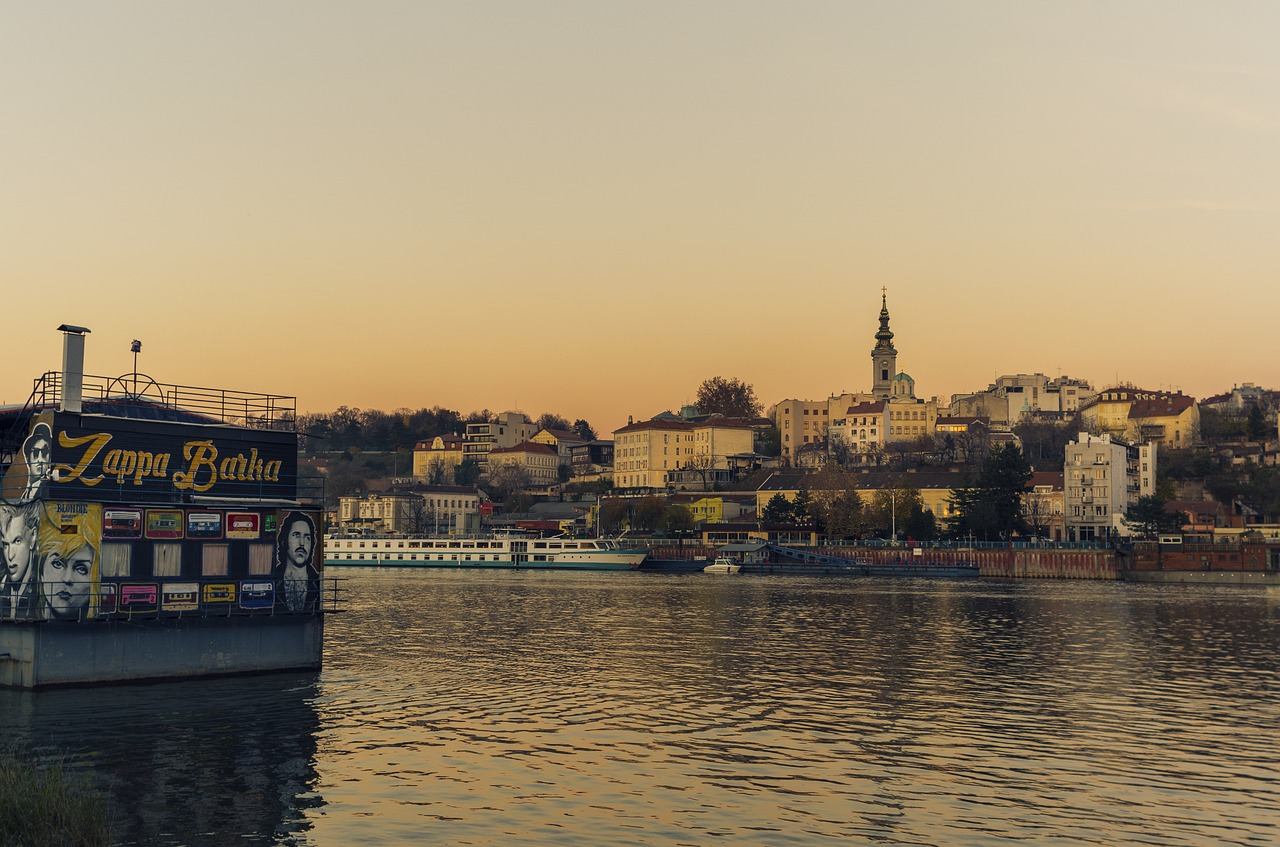 Vue de Belgrade depuis la rive du Danube