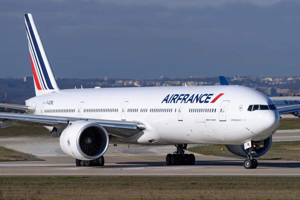 Boeing 777-328(ER) Air France F-GZNL