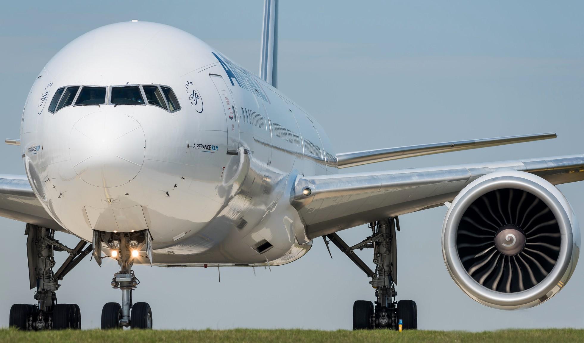 Boeing 777-328(ER) Air France F-GSQT