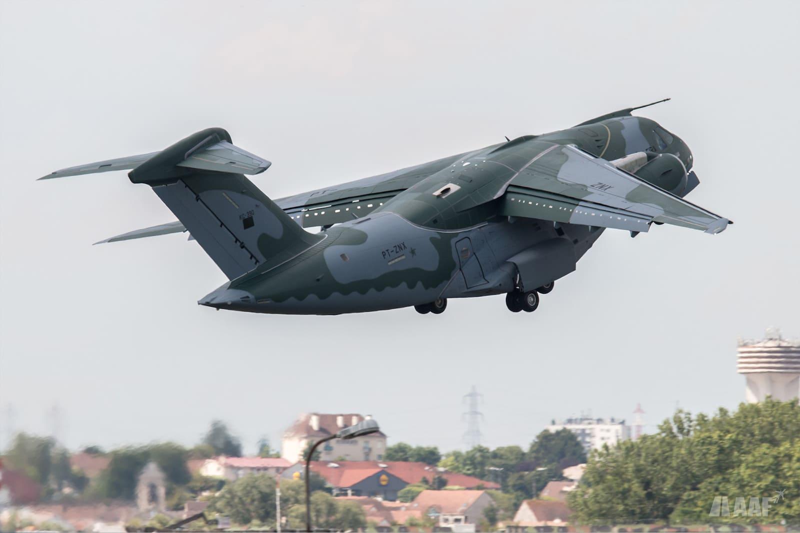 L'avion de transport militaire KC-390 d'Embraer