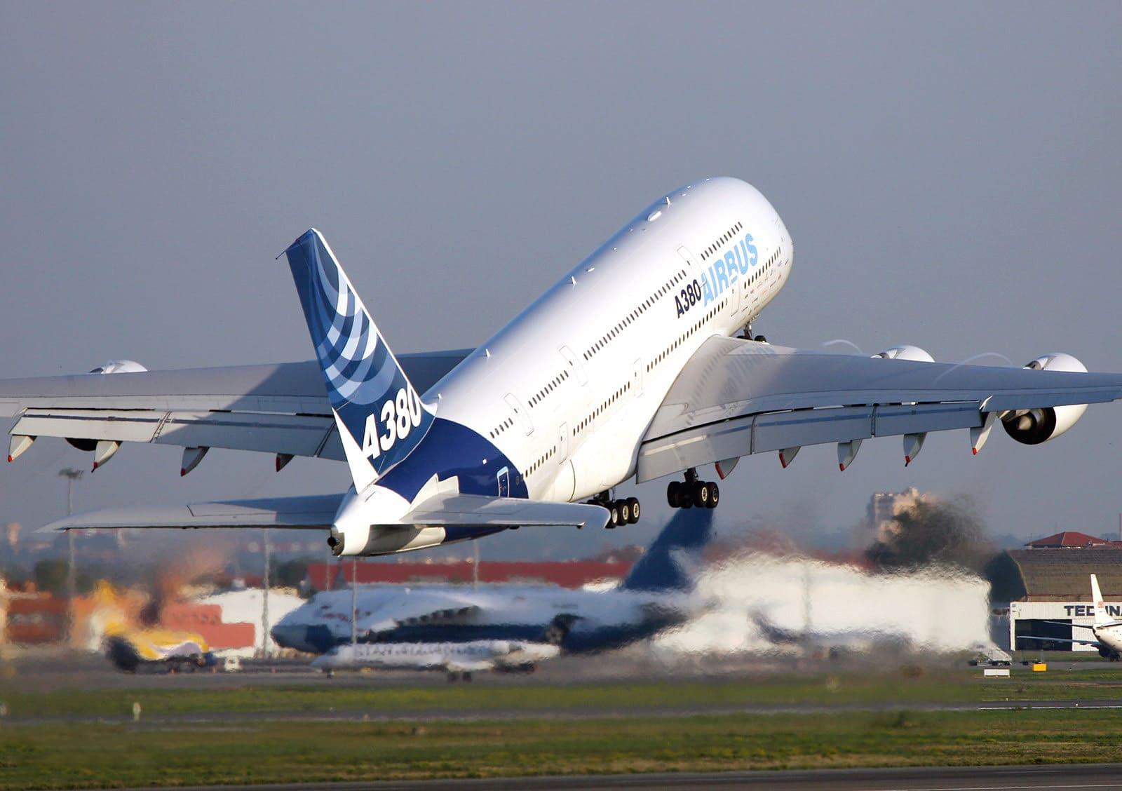 Airbus A380 au décollage de Toulouse