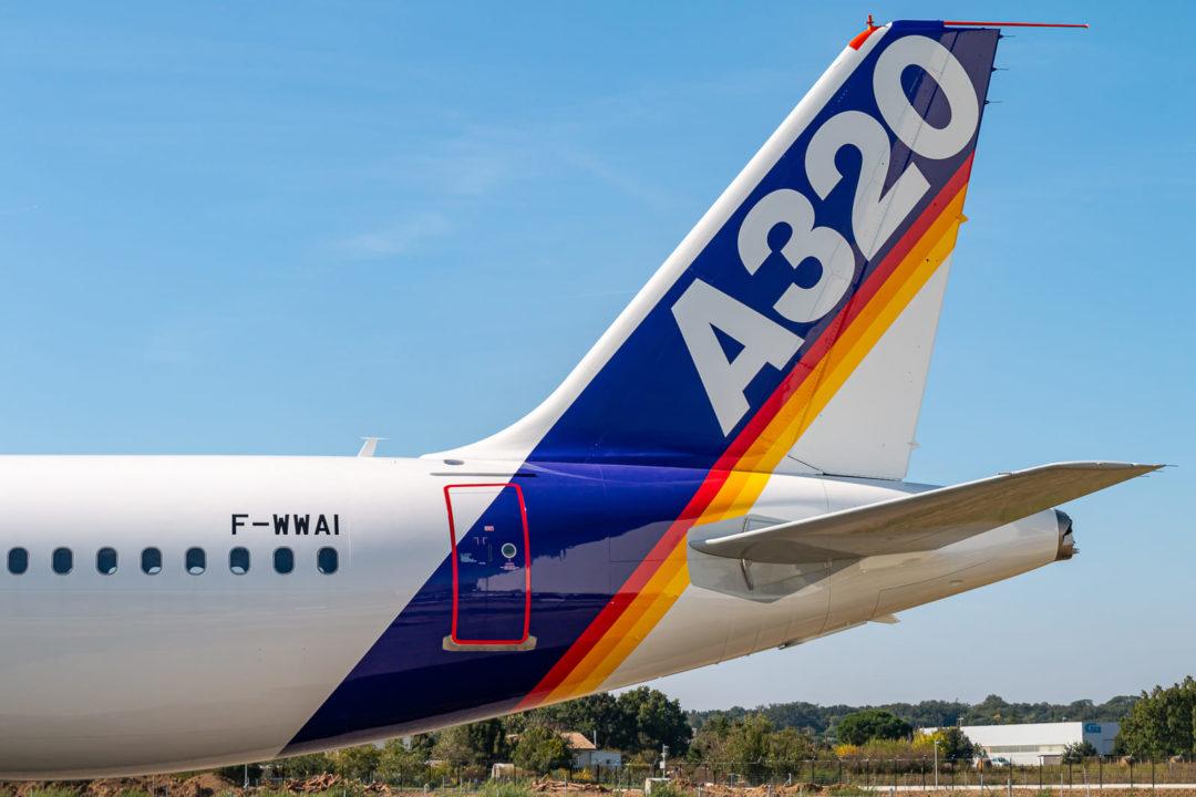 1er A320-111 MSN001 / F-WWBA au roulage vers le musée Aeroscopia