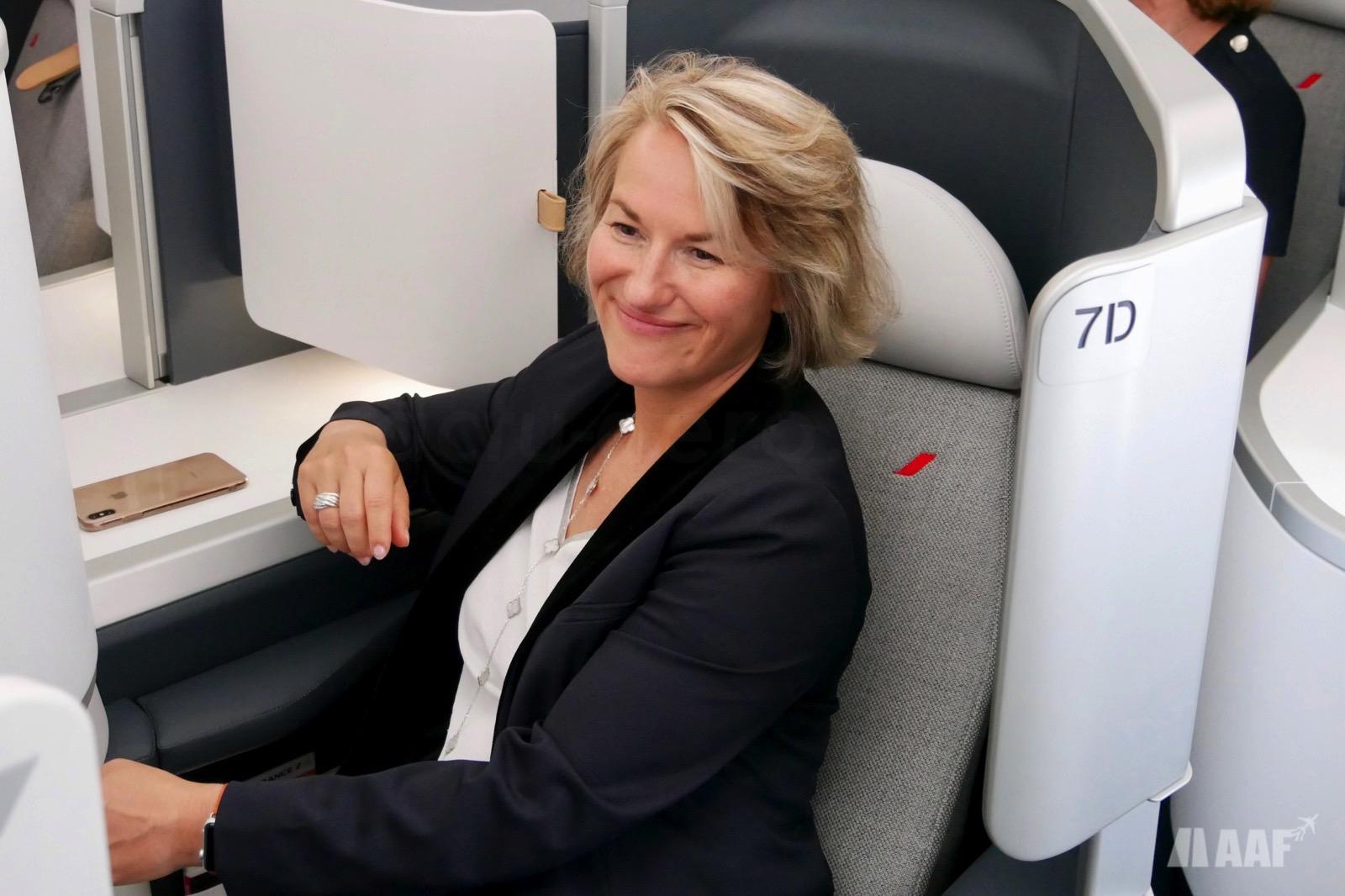 Anne Rigail [DG d'Air France] dans le nouveau siège Business A350 Air France [F-HTYA / MSN331 / F-WZFN] © AAF - reproduction interdite
