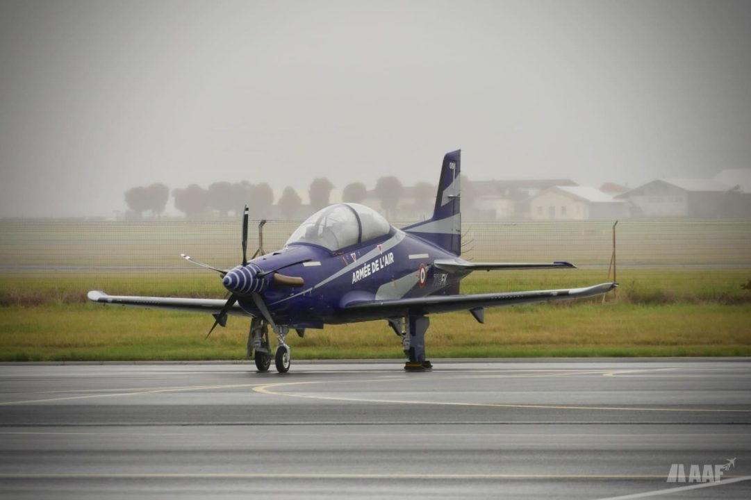 Pilatus PC-21 de l'Armée de l'Air dans la grisaille matinale à Cognac