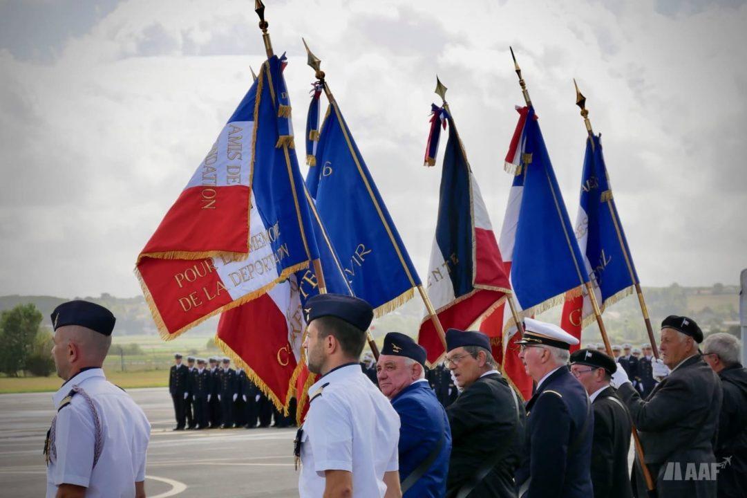 Anciens combattants durant la cérémonie de retrait