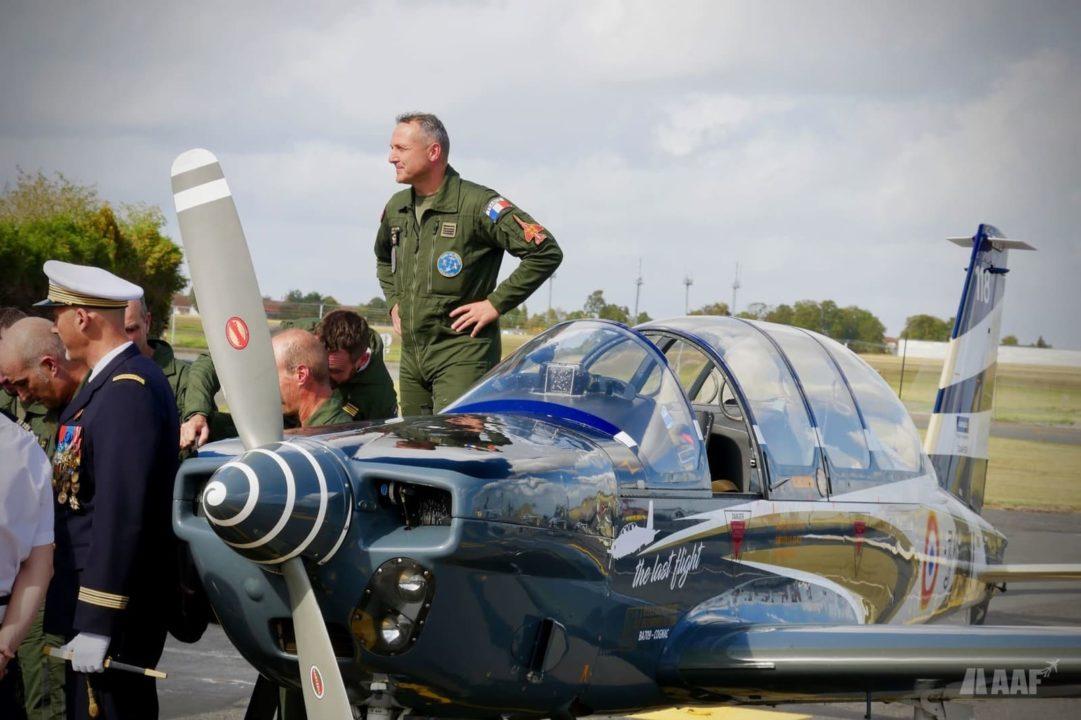 Les pilotes de la patrouille de TB-30 Epsilon de retour du dernier vol à Cognac