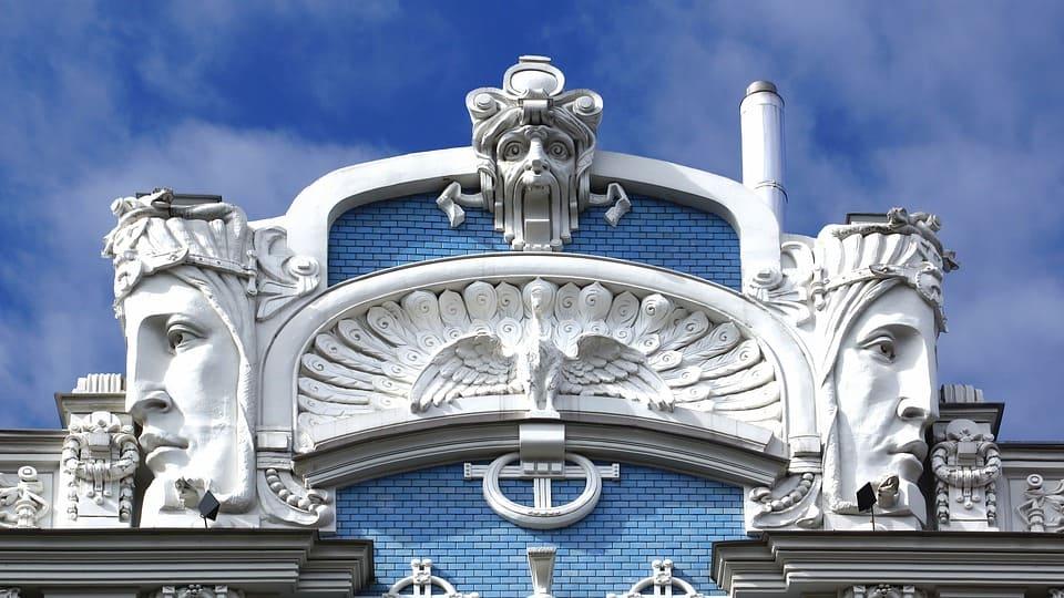 Façade art nouveau dans le centre de Riga