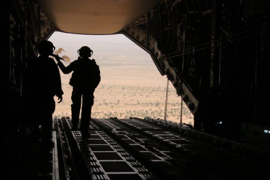 Ravitaillement expérimental des troupes de la force Barkhane en A400M