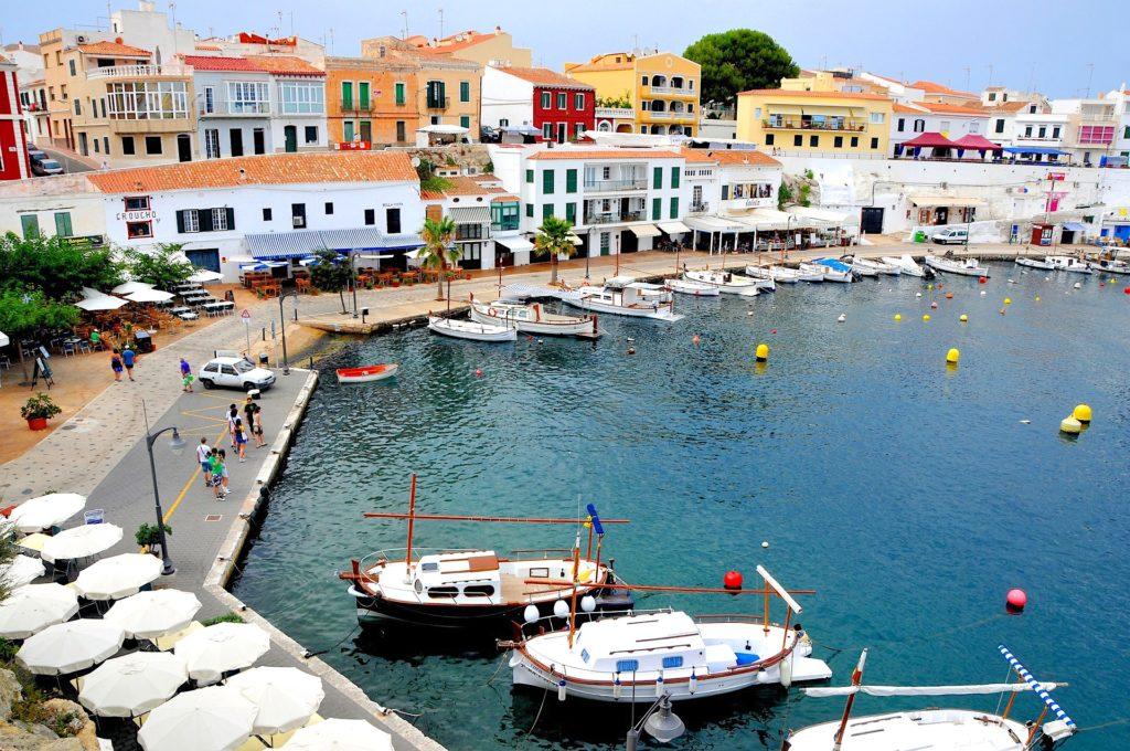 Port d'un petit village sur l'île espagnole de Minorque