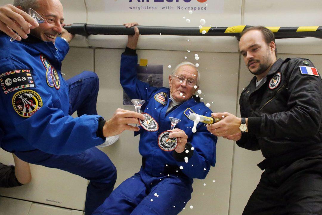 L'astronaute américain Charlie Duke en compagnie de Jean-François Clervoy