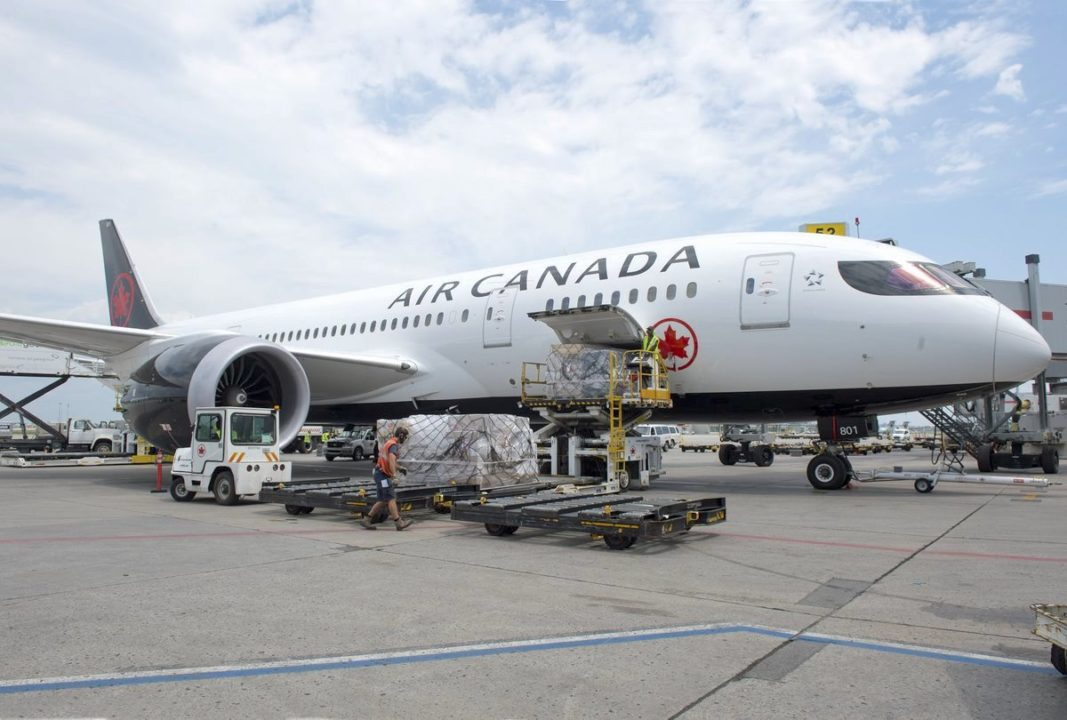 Chargement d'un Boeing 787 Air Canada