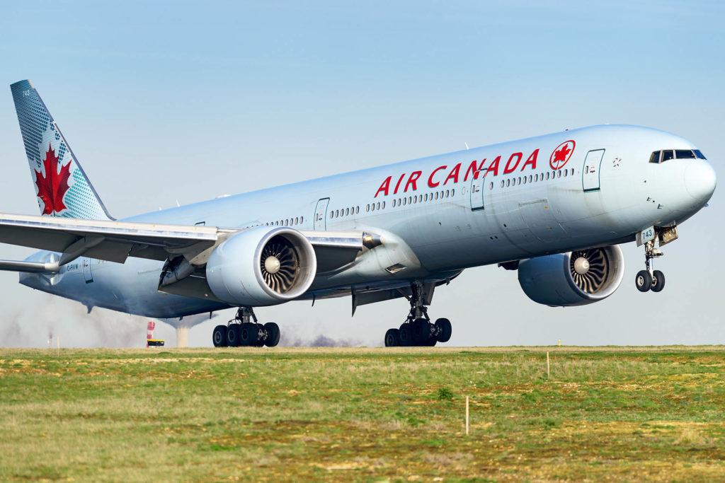 Boeing 777-300ER Air Canada [C-FIVW]