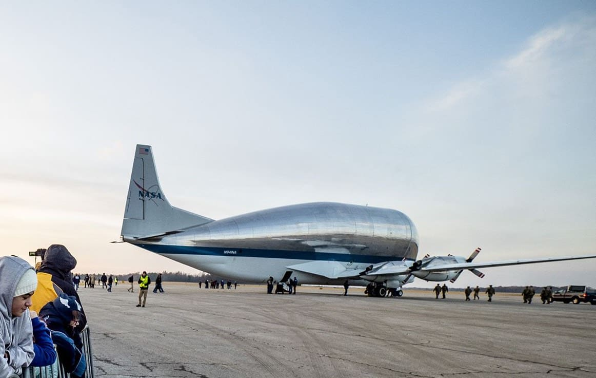Super Guppy transportant Orion