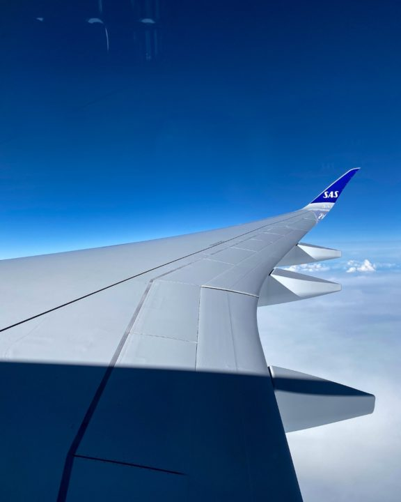 Vue de l'aile droite de l'Airbus A350-941 SAS [cn 358 / F-WZHJ / SE-RSA]