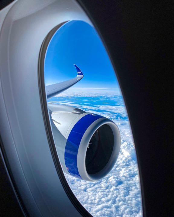 Vue de l'aile gauche etdu moteur de l'Airbus A350-941 SAS [cn 358 / F-WZHJ / SE-RSA]