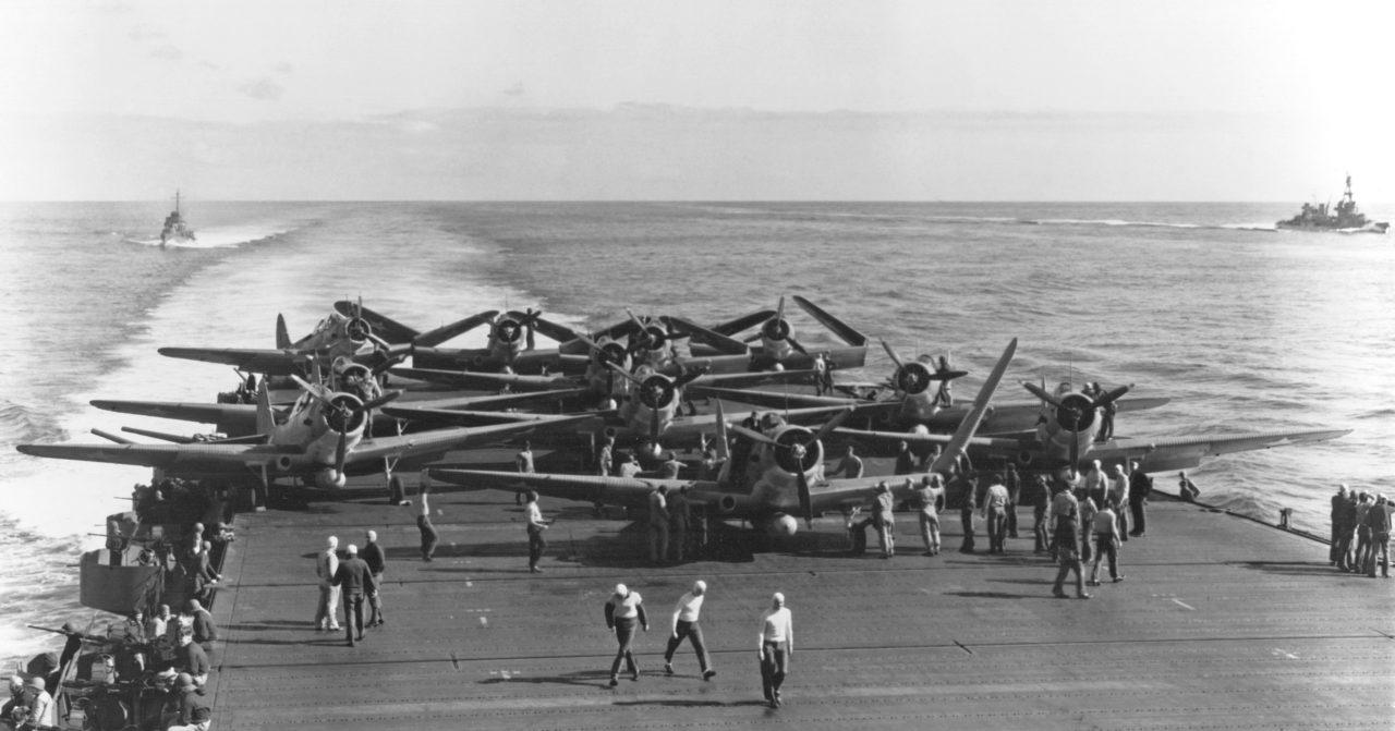 TBD Devastator à bord de l'USS Enterprise se préparant à décoller durant la bataille de Midway