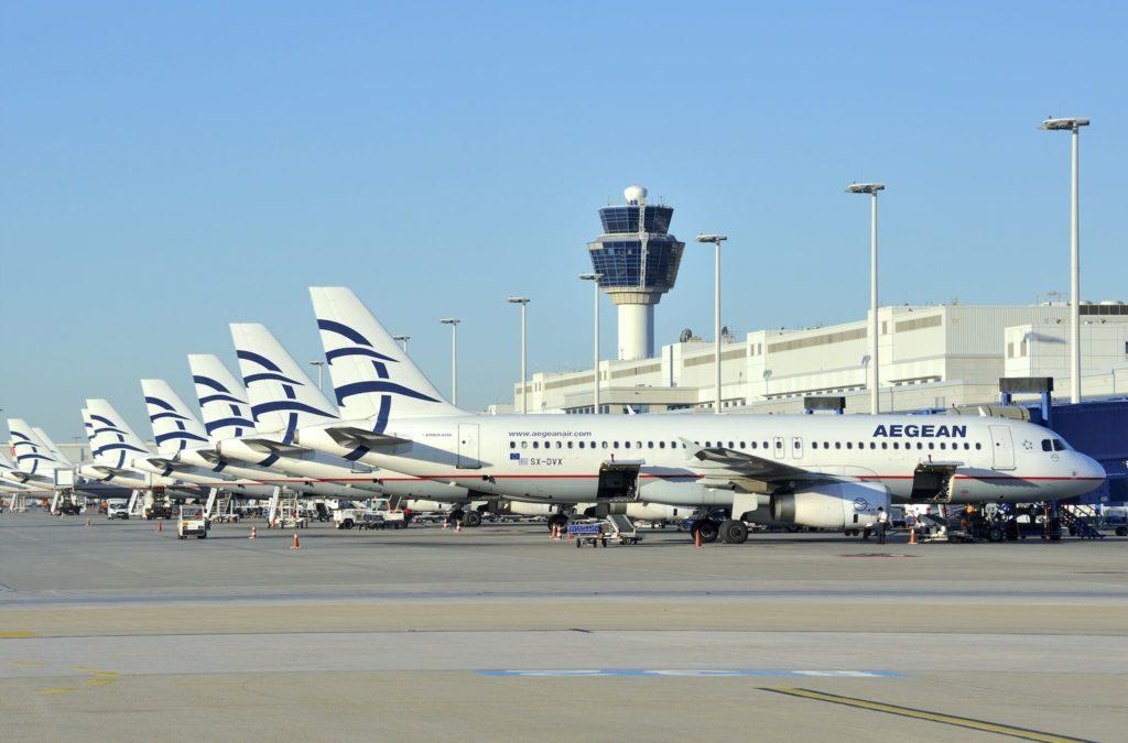 Flotte Aegean Airlines devant le terminal à Athènes
