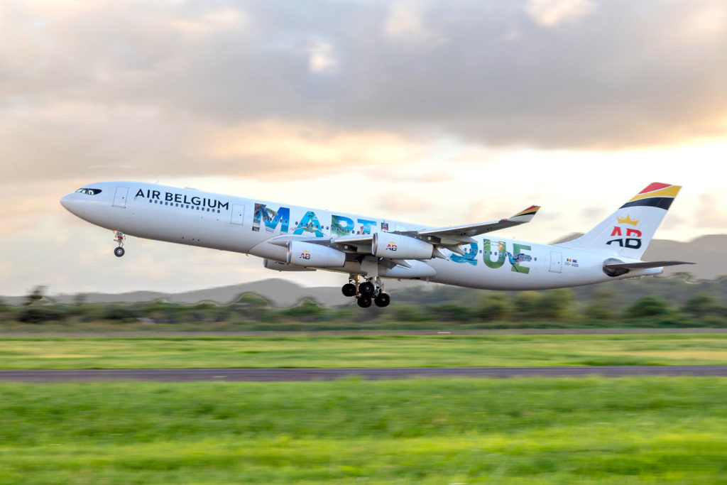 Air Belgium A340 décolle de Fort de France (Martinique)
