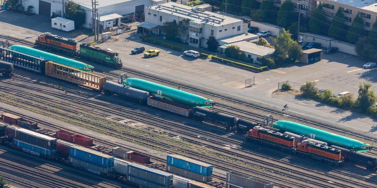 Fuselage de Boeing 737 MAX en attente sur des wagons