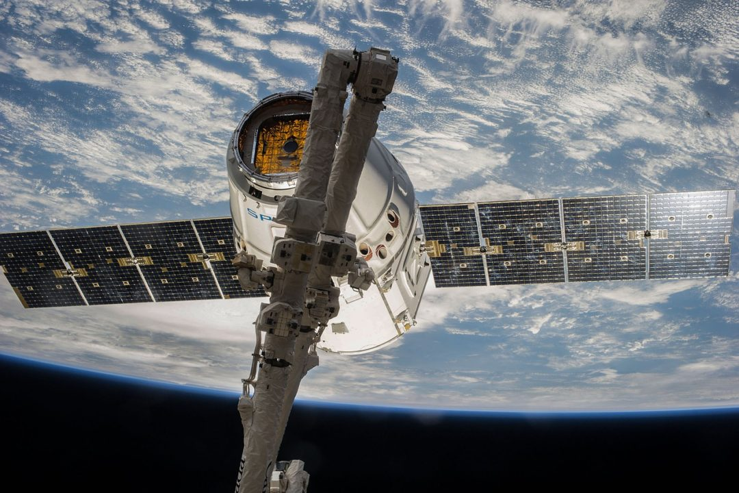 La capsule Dragon sur la Station Spatiale Internationale (ISS)