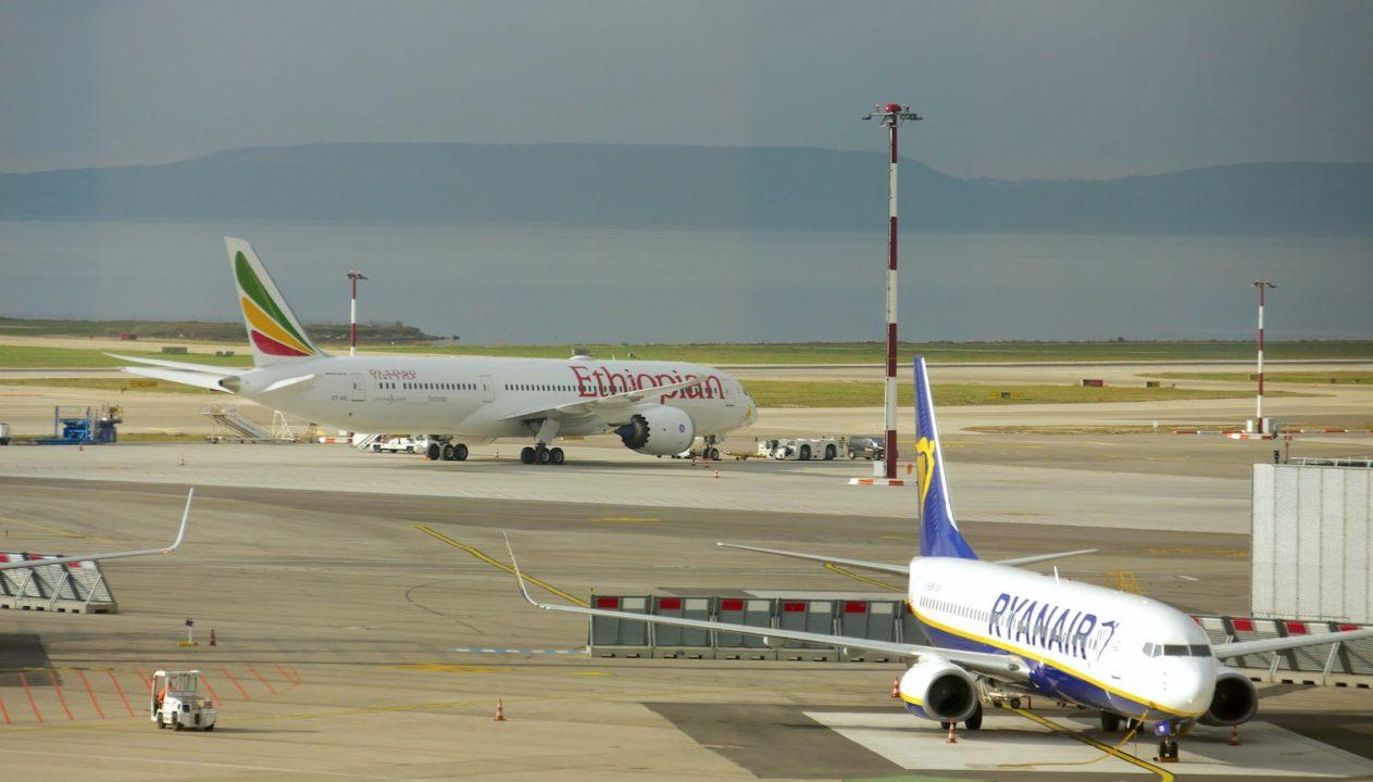 Boeing 787 Ethiopian et 737 Ryanair à Marseille