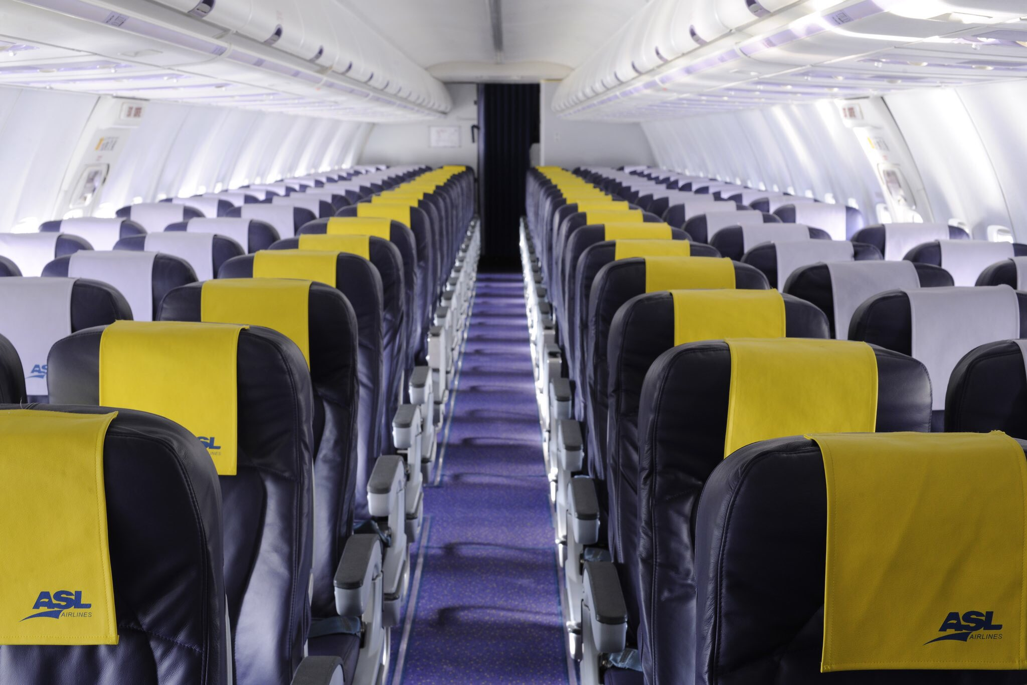 Cabine Eco d'un 737 ASL Airlines France