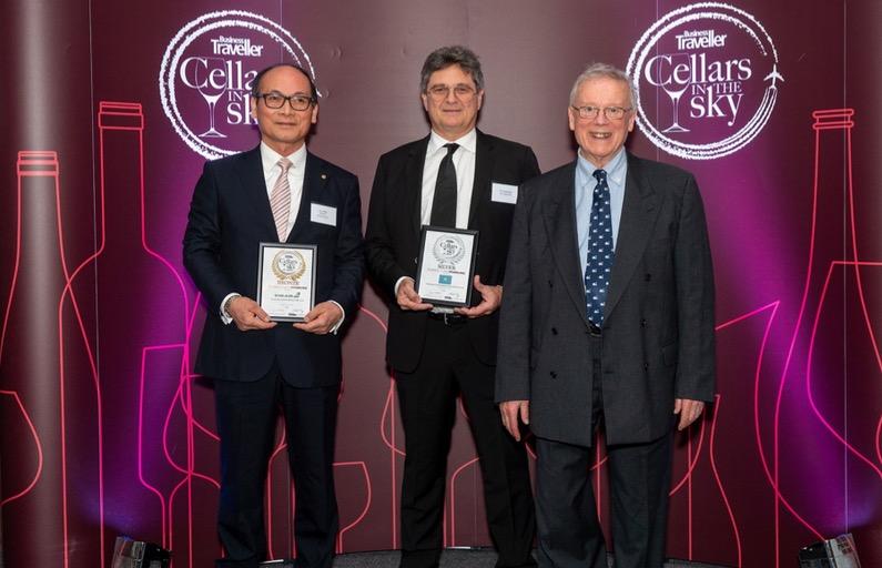 Au centre, Michel Monvoisin, PDG Air Tahiti Nui, prix médaille d'argent