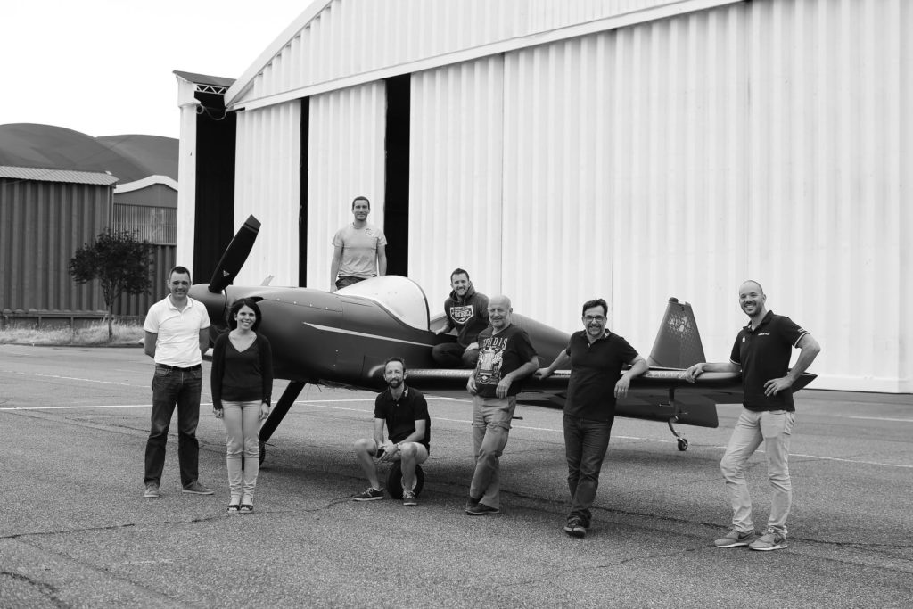 L'équipe devant le premier INTEGRAL R à Francazal