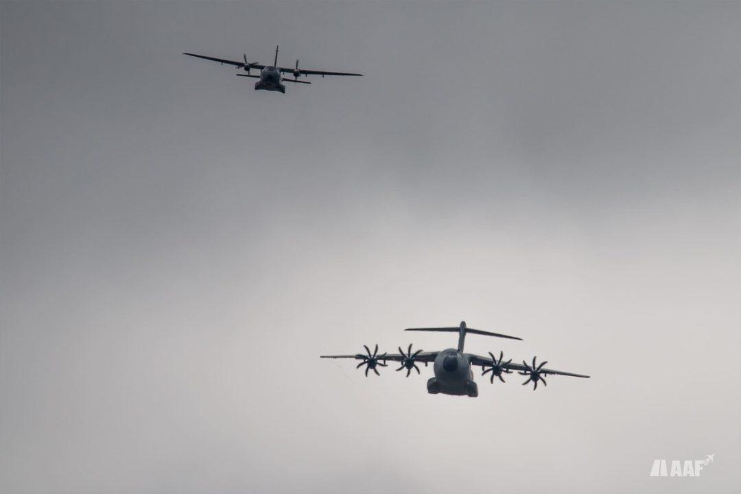 A400M et Casa 235 se présentant pour un break lors du retour de l'entraînement