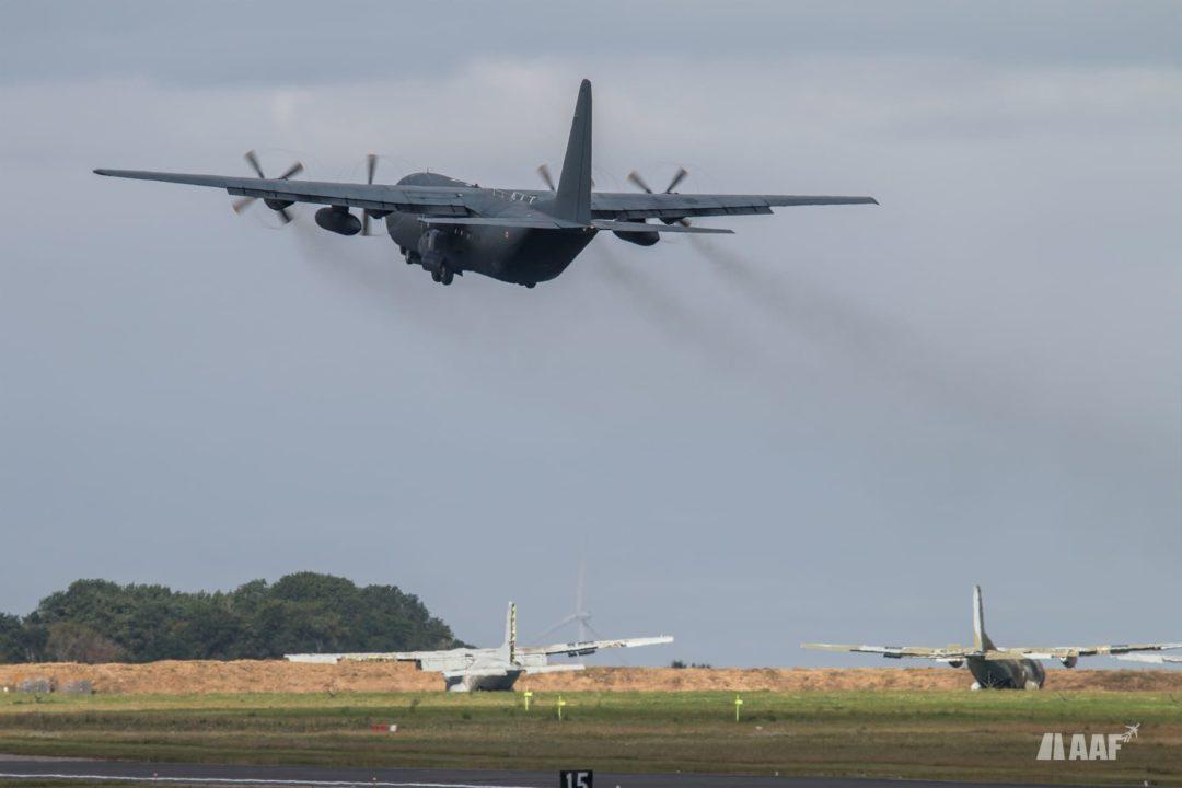 Lockheed C130H30 Hercules au décollage piste 25 d'Orléans