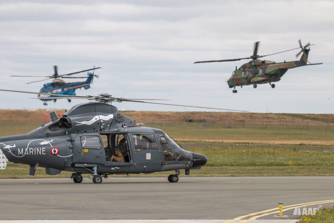 Panther AS565 au point d'attente alors qu'un EC225 d'artelis (loué par l'armée de l'air) et un NH90 Cayman de l'ALAT décollent